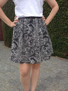 Saia de crepe preto e branco, www.facebook.com/kalaunas