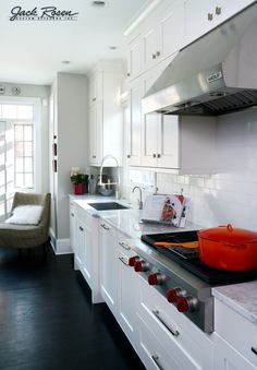 Check Out 30 Contemporary White Kitchens Ideas. Bright, cheery and timeless, white remains the kitchen color of choice. Kitchen Colors, Kitchen Design, White Kitchen Cabinets, White Kitchens, Kitchen Images, Kitchen Ideas, Home Organization, Architecture Design, New Homes
