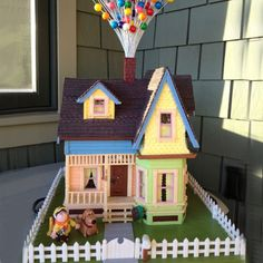 Up! Gingerbread House - Disney Pixar - Russell and Dug