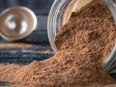 Protein powder will give an extra boost of energy, but the options in the store can be a little chalky. Here's how to DIY protein powder. Protein Powder Substitute, Egg Protein Powder, Homemade Protein Powder, Homemade Protein Shakes, Natural Protein Powder, Protein Powder Shakes, Plant Based Protein Powder, Protein Powder Recipes, Chocolate Protein Powder