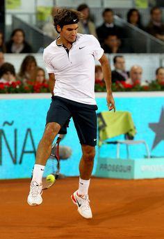 Roger's ever-famous tweener! <3 For the New Year I wish you the most important thing - health, and of course happiness and great moments! Enjoy playing tennis as you always do! #go #maestro