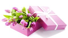 Valentine's Day Tulips Bouquet Purple Tulips, Tulips Flowers, Pink Roses, Puppy Flowers, Tulip Bouquet, Creative Gift Wrapping, Wrapping Ideas, Flower Boxes, Flower Art