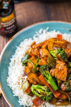 We& big fans of takeaways, especially Chinese. Our latest creation is this Syn Free Chinese Chicken and Broccoli. A perfect Slimming World Fakeaway. Slimming World Stir Fry, Slimming World Fakeaway, Slimming World Dinners, Slimming World Chicken Recipes, Slimming World Recipes Syn Free, Slimming Eats, Asian Recipes, Healthy Recipes, Healthy Dinners