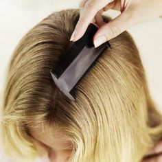 How to Rub Salt in the Hair to Remove Sticky Nits