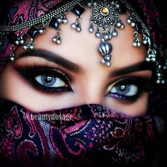 Arabian Eye Makeup - African Make-Up - - Arabian eyes - Gorgeous Eyes, Pretty Eyes, Cool Eyes, Arabian Eyes, Arabian Beauty, Arabian Nights, Quick Makeup, Simple Eye Makeup, Arabic Makeup