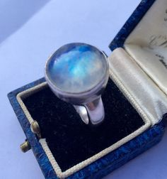 Vintage silver moonstone ringlovely quality by soulfullmoon