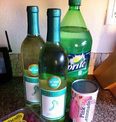 Sarasota Lemonade (White Wine Sangria) For the Moscato lover! Summer Punch – 2 bottles Moscato, 1 pink lemonade concentrate, 3 C of Sprite, Fresh raspberries Burg - Fresh Drinks Vodka Drinks, Cocktail Drinks, Fun Drinks, Cocktail Recipes, Fruity Drinks, Refreshing Drinks, Camping Drinks, Pool Drinks, Drink Recipes