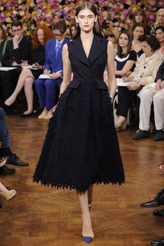 Raf Simons bought his signature simplicity to his first couture collection at Christian Dior, mixing it with the classic Dior elements critics said he'd never nail. Vogue Fashion, Runway Fashion, Fashion News, Fashion Outfits, Inverted Triangle Fashion, Christian Dior Couture, Christian Siriano, Dior Dress, Classy And Fabulous