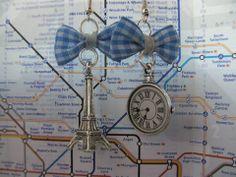 """Paire de boucles d'oreilles """"Espace et temps"""" ! Disponibles en différents coloris et diverses matières (or, argent, or vieilli, bronze, etc)."""