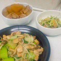 塩麹に漬けていた鶏肉と野菜を炒めてモヤシ消費(* ̄∇ ̄*) キクラゲのとキュウリの中華和えるにもモヤシ投入~ あと、二袋…頑張って消費します✨ - 111件のもぐもぐ - モヤシ、残り二袋…頑張ってモヤシ消費するぞ~な夕飯✨ by komugi7709