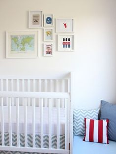 white baby nursery chevron red and blue e1363557428434 Nursery bianca in stile londinese