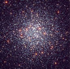 """Aglomerado Globular.  #É um tipo de 'Aglomerado Estelar', com formato esférico aparente e interior muito denso e rico em """"Estrelas Antigas""""."""