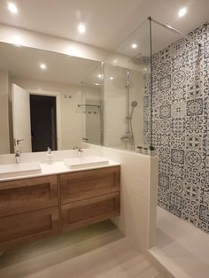 Modern Small Bathrooms, Modern Bathroom, Master Bathroom, Luxury Interior, Bathroom Interior, Corner Bathtub, Home Furnishings, Sweet Home, House Design