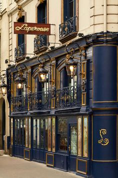 Paris's Storied Lapérouse Restaurant is Reborn as a Romantic Rococo Dream - A team of tastemakers revives the French culinary icon Restaurants In Paris, Restaurant Paris, Places To Travel, Places To See, Belle France, Paris Ville, Beautiful Architecture, Architectural Digest, Rococo