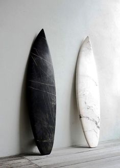 "above: surf art not fashion ""the marble surfboards above were part of the belgian marbles show produced by the reena spaulings gallery; made of marble, they are precise copies of boards from the mollusk surf shop in brooklyn. Surfboard Art, Skateboard Art, Surfboard Painting, Beach House Style, Marble Board, Foto Poster, Burton Snowboards, Windsurfing, Surfs Up"