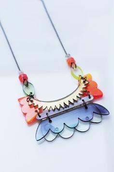 ręcznie malowana biżuteria z pleksi