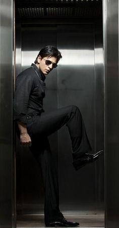 Shah Rukh Khan in Action movies Shahrukh Khan And Kajol, Shah Rukh Khan Movies, Aamir Khan, Kareena Kapoor, Priyanka Chopra, Deepika Padukone, Anushka Sharma, Ranbir Kapoor, Bollywood Stars