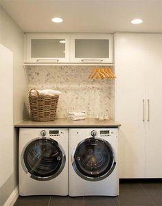 Se o banheiro é o último lugar que nos preocupamos ao decorar a casa, a lavanderiaé a segunda da lista. É um cômodo quase sempre negligenciado – costuma ficarescondido e a gente acaba deixando de qualquer jeito, né? Por ser um ambiente pequeno, na maioria das vezes, a ideia principal é decorar e ao mesmo tempo otimizar cada espacinho disponível. Aqui vale apostar em prateleiras, cestas bonitinhas para separar as...