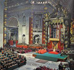 Pope John XXIII presides over the opening of the Second Vatican Council. Roman Church, My Church, Catholic Art, Roman Catholic, Vatican City Rome, Juan Xxiii, Pope John Paul Ii, Kirchen, Priest