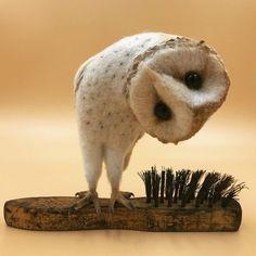 Curious Owl needle felt art by Simon Brown Needle Felted Owl, Colossal Art, Felt Birds, Owl Art, Felt Toys, Wet Felting, Felt Animals, Textile Art, Wool Felt