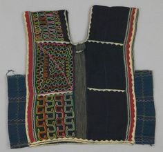 Blouse PLACE MADE: Africa: West Africa, Niger, Agadez Department PEOPLE: Bororo (Wodaabe; Western Fulani) PERIOD: 20th century DATE: c 1986 DIMENSIONS: L 35 cm x W 36 cm MATERIALS: Cotton TECHNIQUES: Plain woven; strip woven; appliquéd; embroidered; hand-sewn