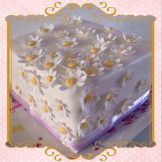 Vanillacake with chunky caramel filling