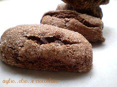 vi piacciono?belli vero?sono dei golosissimi biscotti al cioccolato ottimi per la prima colazione da inzuppare nel latte ma anche da mangiare fuori orario