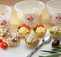 Looking for a simple appetizer idea? Enjoy a tasty and very quick option to liven up the deli salads and dips from your favorite grocery store. Taco Appetizers, Quick Appetizers, Appetizer Salads, Holiday Appetizers, Appetizer Recipes, Holiday Recipes, Athens Food, Salsa, Seafood Salad