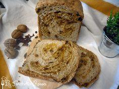 Pane con semi di lino e bacche di goji