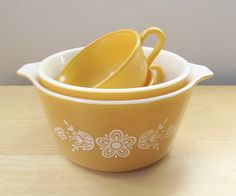 instant collection, harvest gold, vintage pyrex daisy mixing bowls, corning ware casserole. Vintage Bowls, Vintage Kitchenware, Vintage Dishes, Vintage Pyrex, Vintage Glassware, Gold Kitchen, Glass Kitchen, Grandma's House, Dish Sets