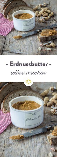 Kaufen kann jeder, macht euch eure Erdnussbutter selbst! Einfach ein paar Erdnüsse in den Food Processor geben, mit Öl, Salz und Honig mischen und zu einer cremigen Masse mixen.
