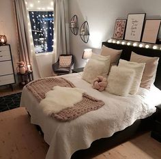 32 Best Bedroom Decor Ideas For The Most Stylish Room Imaginable - Page 3 of 3 Bedroom Decoration mens bedroom decor Bedroom Ideas For Small Rooms Women, Cute Bedroom Ideas, Cute Room Decor, Girl Bedroom Designs, Room Ideas Bedroom, Small Room Bedroom, Bedroom Decor Glam, Comfy Room Ideas, Bedroom Lighting