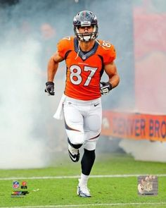 Eric Decker, superstar receiver for the #DenverBroncos getting ready to play. SO SEXY ERMAHGERD