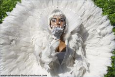 These curiously stunning beings will wander around your special event, taking guests on a beautiful trip through light, imagination and poetry Stilt Costume, Animation, Paris, Special Events, Rives, Lion Sculpture, Grisaille, Statue, Books