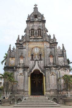 Eglise de l'époque coloniale #church #vietnam #saigon #hanoi
