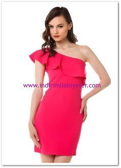 Sateen fuşya tek omuzlu mini abiye elbise
