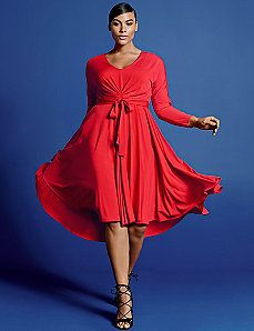Red is ver sassy. I like this look. Easy V dress by Isabel Toledo Curvy Girl Fashion, Plus Size Fashion, Women's Fashion, Isabel Toledo, V Dress, Mid Length Dresses, Up Girl, Plus Size Outfits, Plus Size Women