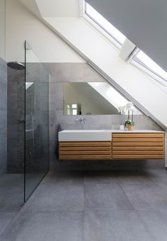 Home Decor Inspiration : Modern bathroom with large concrete tiles on the floor and walls. Bathroom Plans, Attic Bathroom, Bathroom Ideas, Bathroom Tile Designs, Bathroom Floor Tiles, Bathroom Shelves, Cement Bathroom, Kitchen Floor, Bathroom Storage