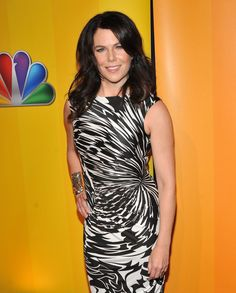 Lauren Graham Photos - Actress Lauren Graham attends the 2011 NBC Upfront at The Hilton Hotel on May 2011 in New York City. Gilmore Girls Seasons, Peter Gallagher, Jane Levy, Lauren Graham, Mandy Moore, Press Tour, Photo L, Actors & Actresses, Cool Outfits
