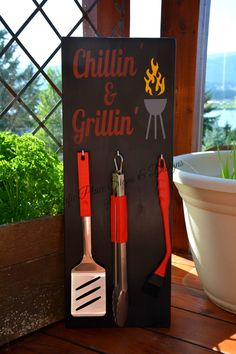 Chillin' & Grillin' (makes a great Father's Day Gift) Woodworking Guide, Easy Woodworking Projects, Custom Woodworking, Wood Projects, Bbq Decorations, Bbq Signs, Grillin And Chillin, Customised Mugs, Great Father's Day Gifts