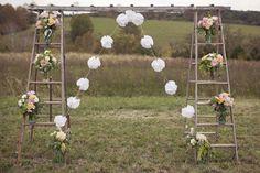Les plus belles arches de mariage pour une cérémonie religieuse chargée en émotion - Modern Romance