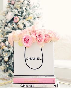 """""""Gorgeous pic taken by @designsbyceres  we spy her Rachel George donut ornament in the background!"""""""