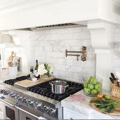 Kitchen Hood with marble tile backsplash. Kitchen Hood with marble tile backsplash. Kitchen Redo, Kitchen Backsplash, New Kitchen, Kitchen Dining, Kitchen Remodel, Beautiful Kitchens, Cool Kitchens, Marble Tile Backsplash, Carrara Marble Kitchen