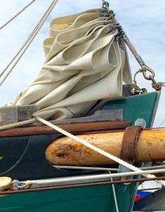 Żagle i liny  ⛵ ✔ Sklep.Marynistyka... - prestiżowy morski wystrój wnętrz, #DekoracjeMarynistyczne, stylowe żeglarskie prezenty, Marynistyka.pl - niepowtarzalne upominki dla Żeglarzy, #marynistyczny wystrój wnętrz, nobilitujące #MarynistyczneDekoracje, ✔ Marynistyka.waw.pl - #PrezentdlaZeglarza, eleganckie morskie upominki, niecodzienne żeglarskie dodatki, ⛵ Marynistyka.org - mosiężne #kompasy i #busole, dawne kapitańskie #lunety, #sekstanty z mosiądzu, #dzwon