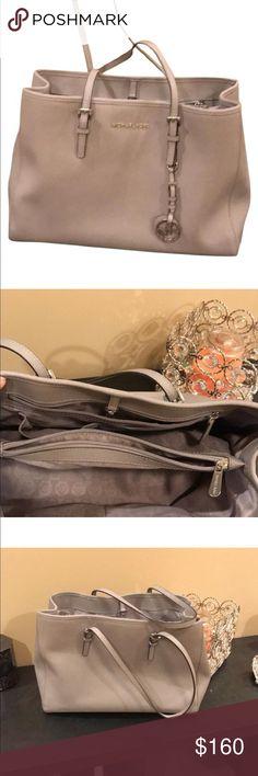 Spotted while shopping on Poshmark: Michael kors tote! #poshmark #fashion #shopping #style #Handbags