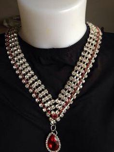 #collana #cristalli #trasparenti e #rossi. Con #pendente Su www.oro18.eu #oro18 #bigiotteria #bijoux #jewelry