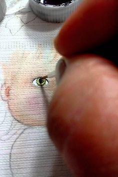 Como pintar olhos de bebês em fralda