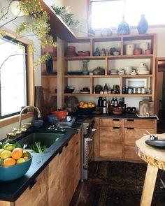 Holzküche Wood Cabinets, Rustic Kitchen Cabinets, Open Shelf Kitchen, Kitchen Cart, Wooden Shelves Kitchen, Kitchen Island, Warm Kitchen, Kitchen Wood, Diy Kitchen