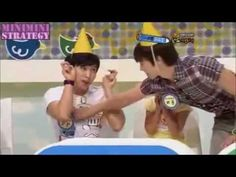 Super Junior gets angry  Even angry are  cute !!! Eunhyuk has more patience than me! hhhhhh!!!! The Look serious  of  Yesung and Donghae, loved it! Who will be the vegetable,   Ryeowook  beating so eager. hhhhh! Kyu .... not wanted wetting the hair! hhhhh!  I'm sorry for my mistakes in English rsrsrsrsr!!!