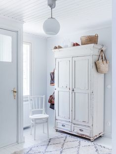 Painted Furniture, Furniture Design, Rustic Interiors, Scandinavian Style, Cribs, Sweet Home, Shabby Chic, New Homes, Diy